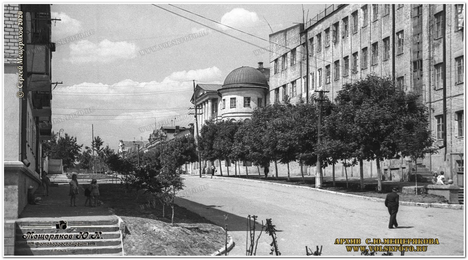 Вид на музей от набережной